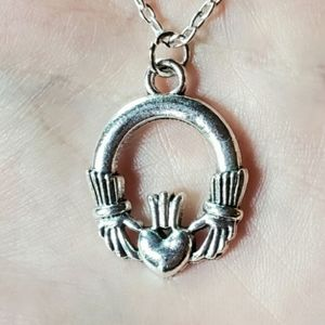 Jewelry - NWOT Silver Celtic Claddagh Necklace